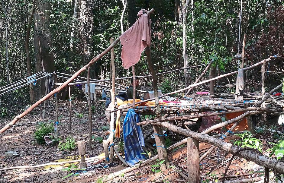 This undated handout photo made available on May 25, 2015 by the Royal Malaysian Police shows an abandoned migrant detention camp used by people-smugglers in a jungle near the Malaysia-Thailand border in Genting Perah. Malaysian police said May 25 they had found 139 grave sites and 28 abandoned detention camps used by people-smugglers and capable of housing hundreds, laying bare the grim extent of the regions migrant crisis. AFP PHOTO / ROYAL MALAYSIAN POLICE --- EDITORS NOTE --- RESTRICTED TO EDITORIAL USE -- MANDATORY CREDIT AFP PHOTO / ROYAL MALAYSIAN POLICE NO MARKETING - NO ADVERTISING CAMPAIGNS -- DISTRIBUTED AS A SERVICE TO CLIENTS