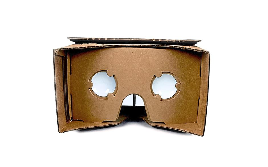 Filename : cardboard.5627f110430.original.jpg - To go with Volvo to offer virtual test drives (published on 2014-11-13 19:13:00)