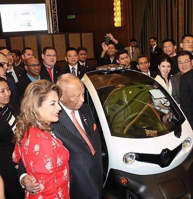 Sultan Ahmad Shah accompanied by his consort Sultanah Pahang Sultanah Kalsom (left) unveiling the birthday gift of an electric car from his son, Tengku Fahd.