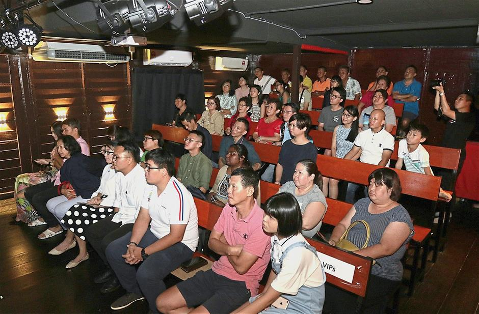 (BRIEF CAPTION) Storytelling by Hee Meng Sum on Our Clan Jetties at the Folklore by the Sea at Chew Jetty in George Town,Penang. Pic by: ZHAFARAN NASIB/The Star/ 29 November 2018.
