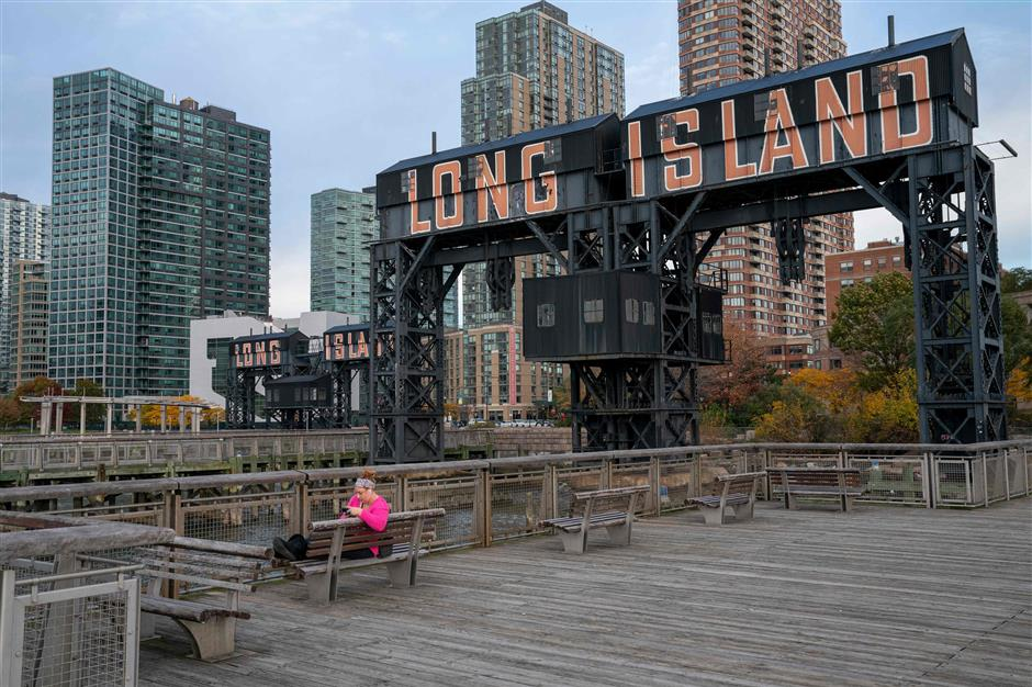 A view of the waterfront of Long Island City in the Queens borough of New York, along the East River, on November 7, 2018. - Amazon is planning to split its coveted second headquarters between two US cities rather than pack it into a single urban setting, US media reported on November 5, 2018. The company is close to reaching a deal to place the split second headquarters in two areas: the Long Island City neighborhood of Queens in New York and the Crystal City area of Arlington, Virginia, The New York Times reported, citing anonymous sources. (Photo by Don EMMERT / AFP)