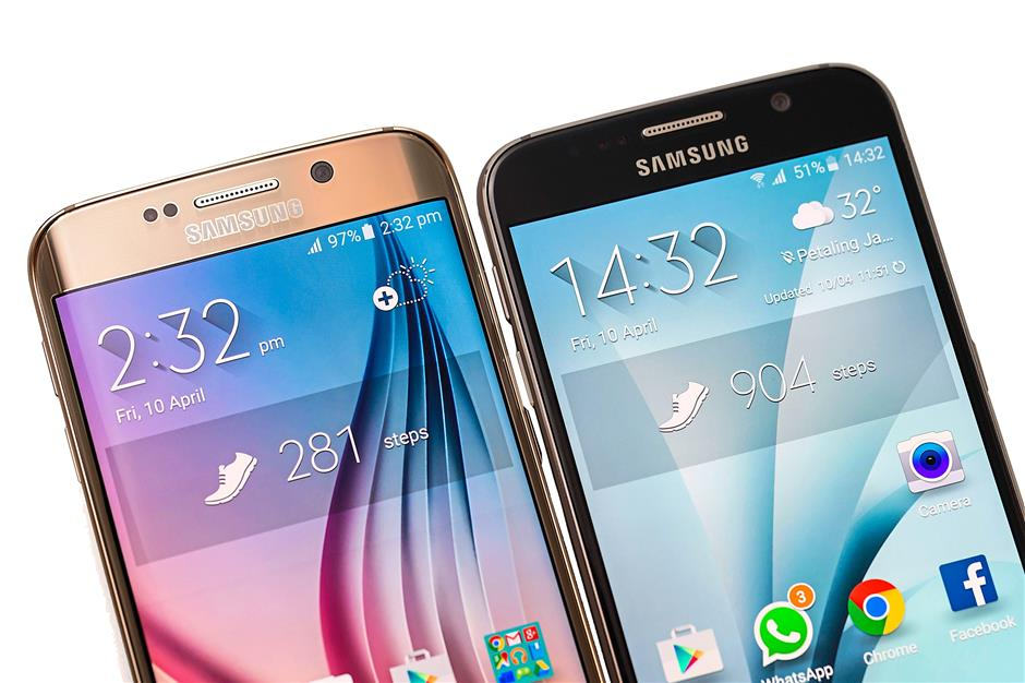 Samsung Galaxy S6 (right) and S6 Edge (left)FOR BYTZ USE ONLY