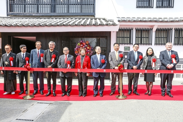 Hamada Shoyu Co. Ltd. honorary chairman Yasunari Hamada (far left), Kuma (fourth from left), Dr Fung (fifth from left), Saw (third from right) along with Kumamoto government officials and key executives from Fung Group and Heritage Foods Group during the ribbon-cutting ceremony to mark Hamada's 200th anniversary and the inauguration of its newly renovated factory.