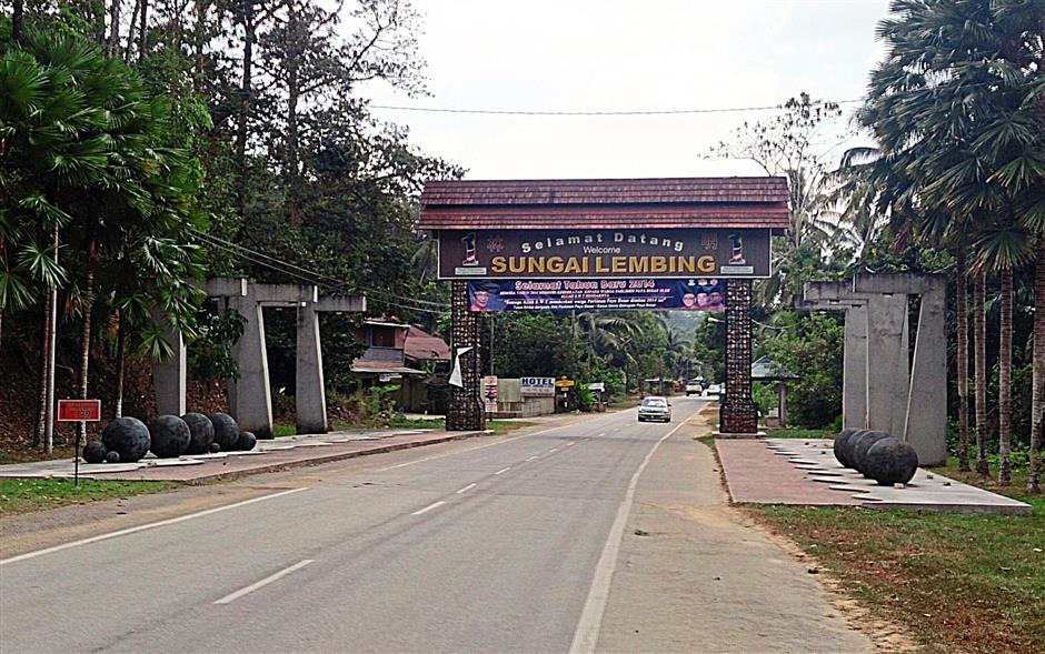 The entrance to Sungai Lembing.