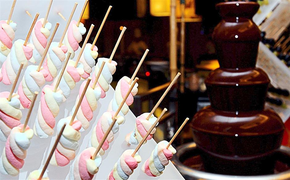 Chocolate fountains are almost de rigeur these days during Ramadan buffet, although Latest Recipe outdoes itself by going two further, with dark, milk and white chocolate dips for diners to drown their marshmallow sticks in.