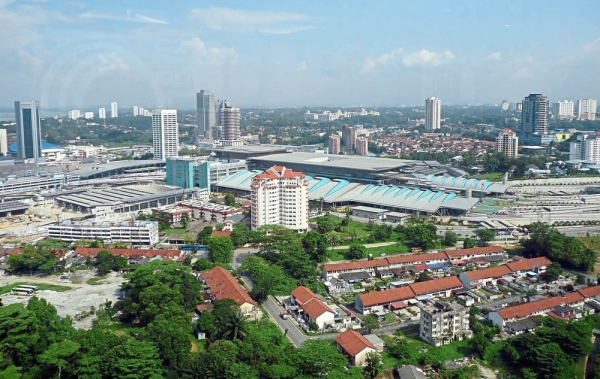 Johor is in a good position to attract more investors to relocate their operations to Iskandar Malaysia economic growth corridor. u2014 Filepic