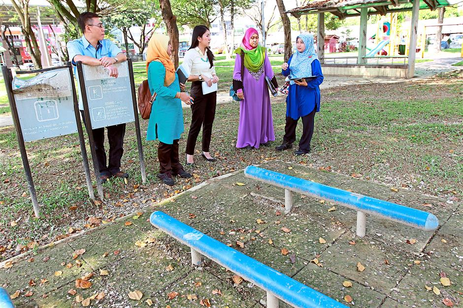 In discussion: Yeo (centre) together with MBPJ councillor Lee Suet Sen (left) and MBPJ landscape department representatives discussing ways to upgrade the broken and poorly maintained exercise equipment at the Jalan SS2/62 park