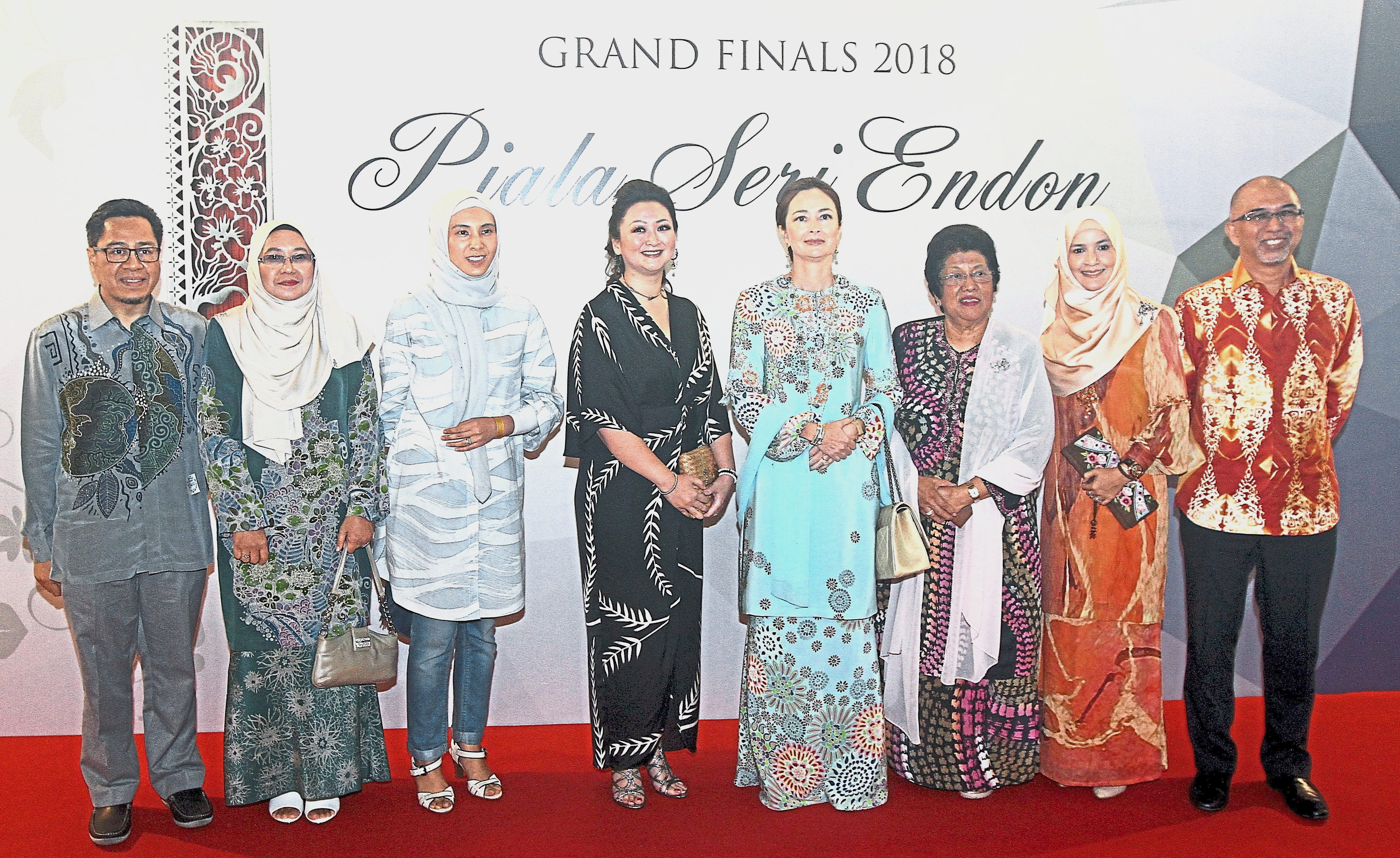 (From third left) Nurul Izzah, Nori, Tuanku Zara, and Leela at the grand finals of the Piala Seri Endon Batik Design Competition 2018.