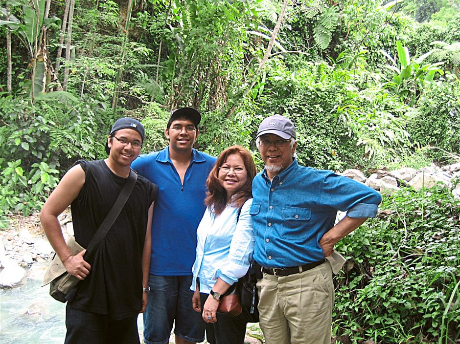 Nature lovers: Datuk Seri Zakri Abdul Hamid spending quality time with  his wife Puan Seri Atom Yem and sons Iqbal (left) and Azmil in Poring Hot Spring, Sabah.