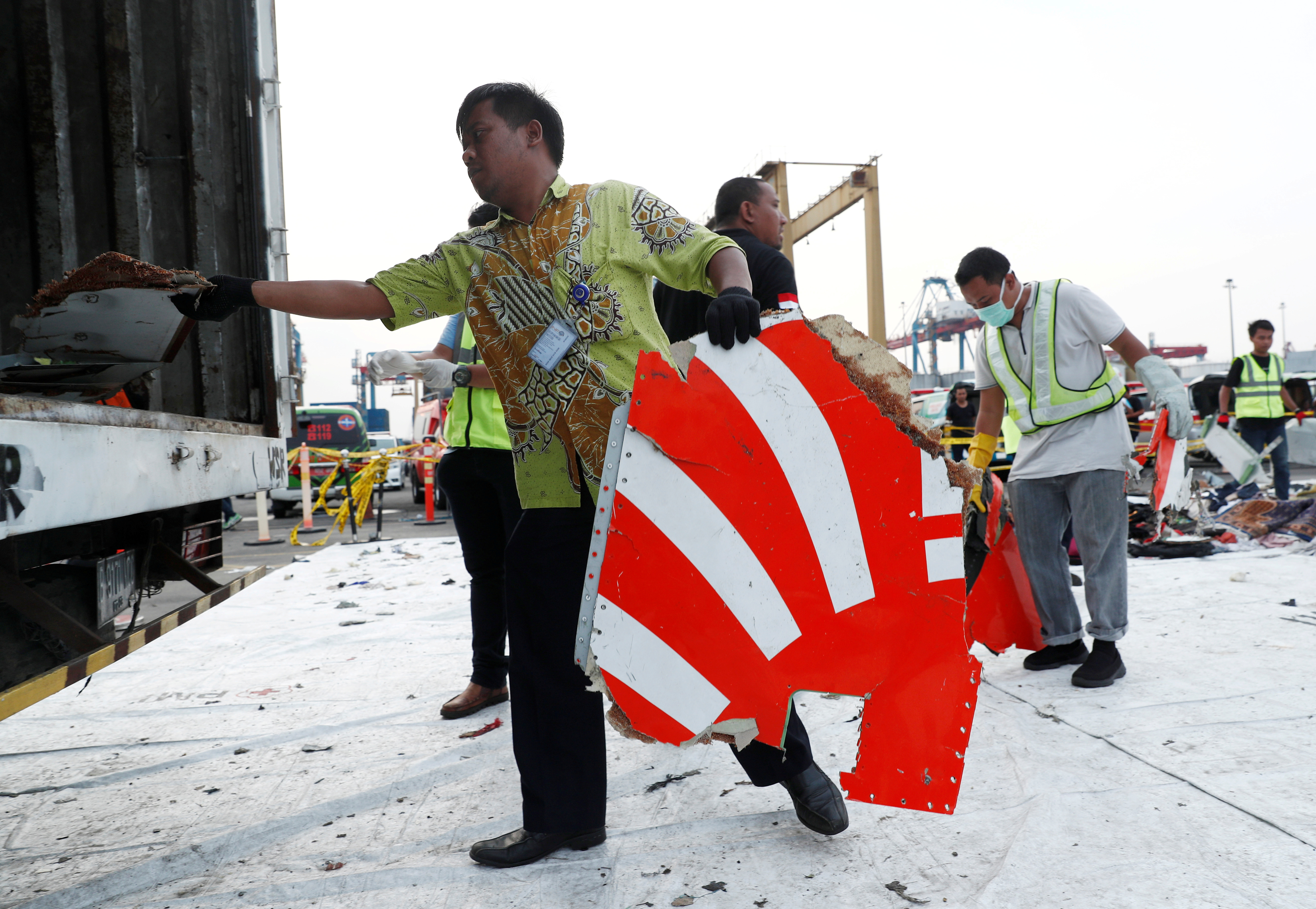 Exclusive - Red tape, funding problems hamper Lion Air black