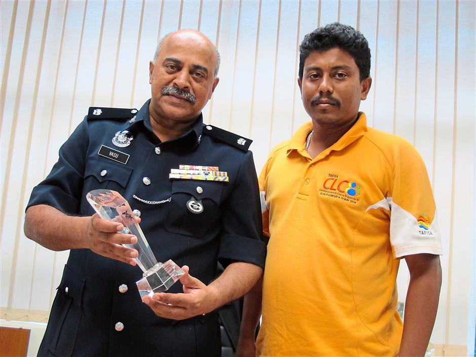 Reward: Vasu (left) and coach D. Jeyakumar with the runners-up trophy.