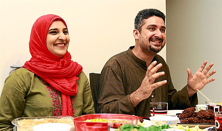 Pakistani couple  Ahsan Qureshi (right) and his wife Mehwesh are celebrating Hari Raya with a Malaysian family this year. CHAN TAK KONG/The Star