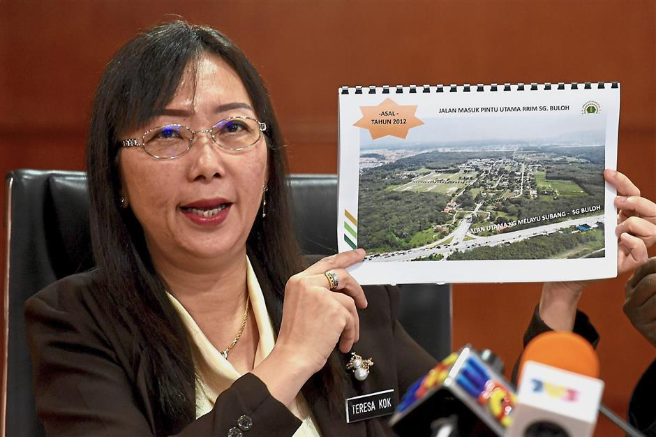Land sale concerns: Kok holding up a ?graphic about the sale of MRB land in Sungai Buloh during a press conference? at her ministry in Putrajaya. — Bernama