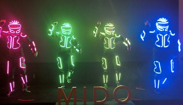 The guests were entertained by a unique LED dance performance.