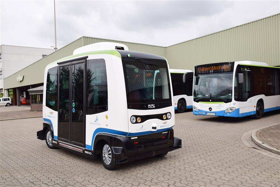 HANDOUT - In the German town of Monheim am Rhein you can experience the driverless feeling by hopping on a minibus from the bus station into the old town centre. Photo: Thomas Spekowius/Stadt Monheim am Rhein/dpa-tmn - only for use in accordance with contractual agreement