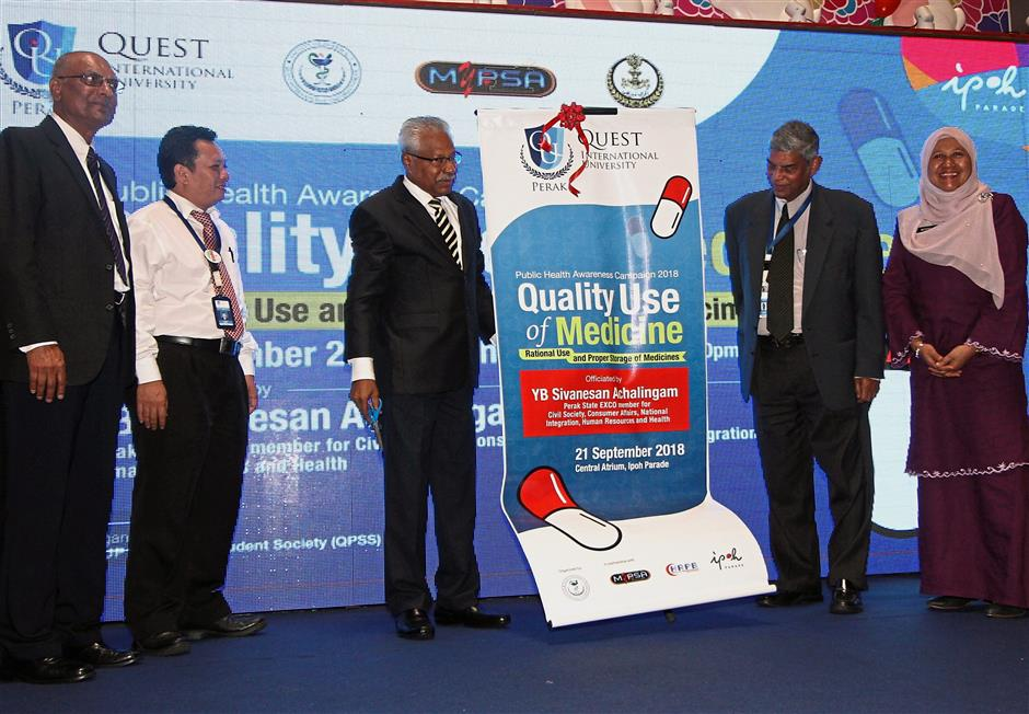 Sivanesan (third from left) launching the QUIP health campaign in Ipoh. With him are Dr Raman (second from right) and Dr Mathews (left).