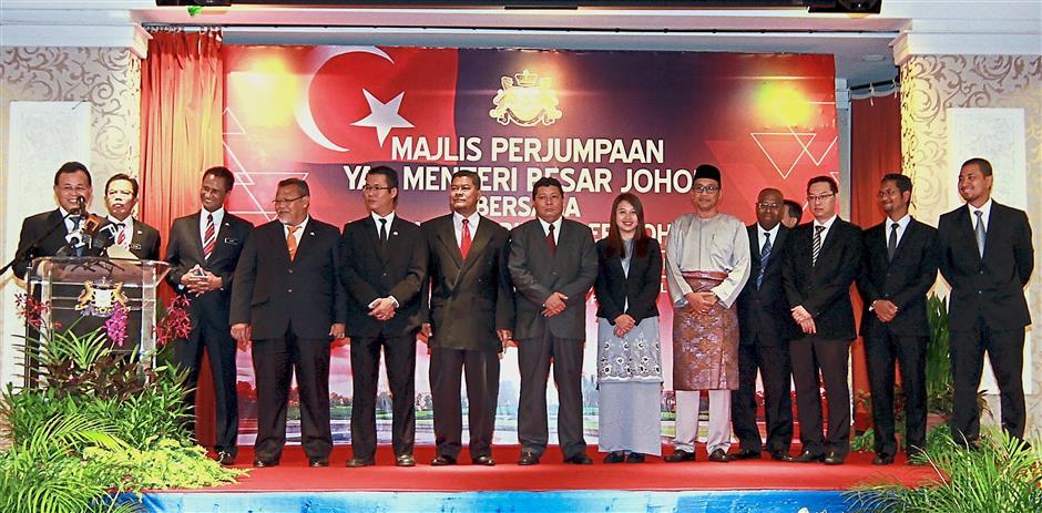 Osman (left) introducing his exco members during a meeting with Johor civil servants at Bangunan Sultan Ismail. u2014 Bernama