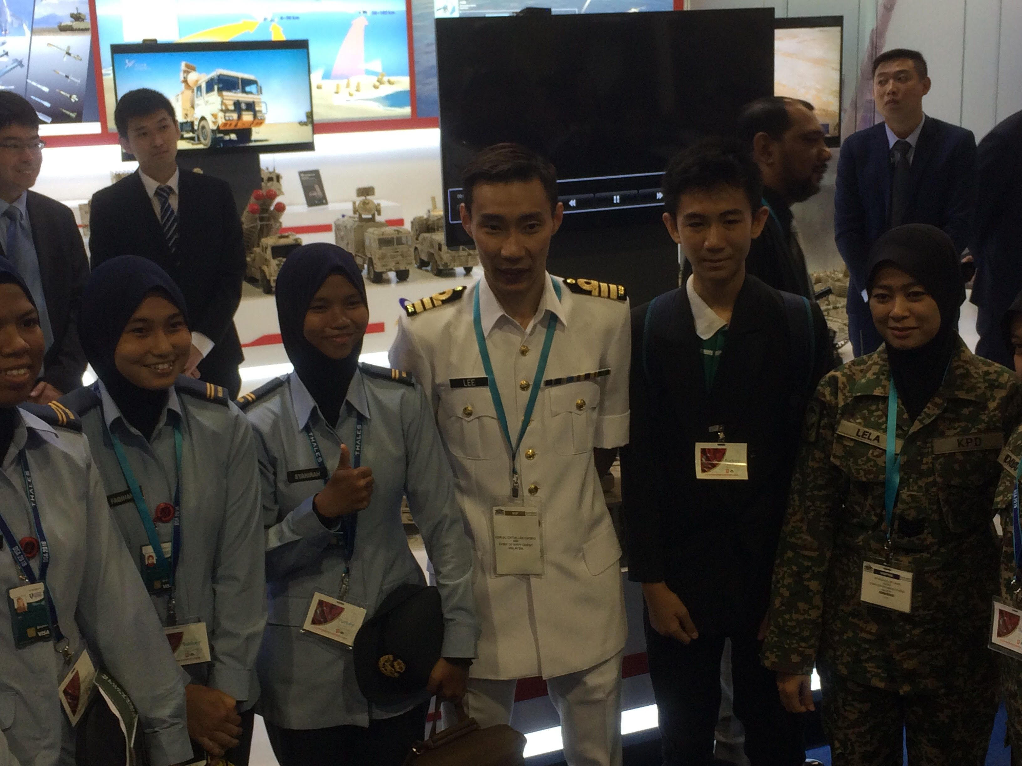 Lee Chong Wei makes special appearance at DSA security expo