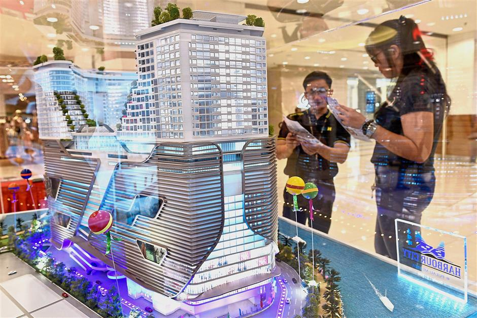 The Hatten Group's Harbour City project model on display at the property fair in Gurney Plaza.