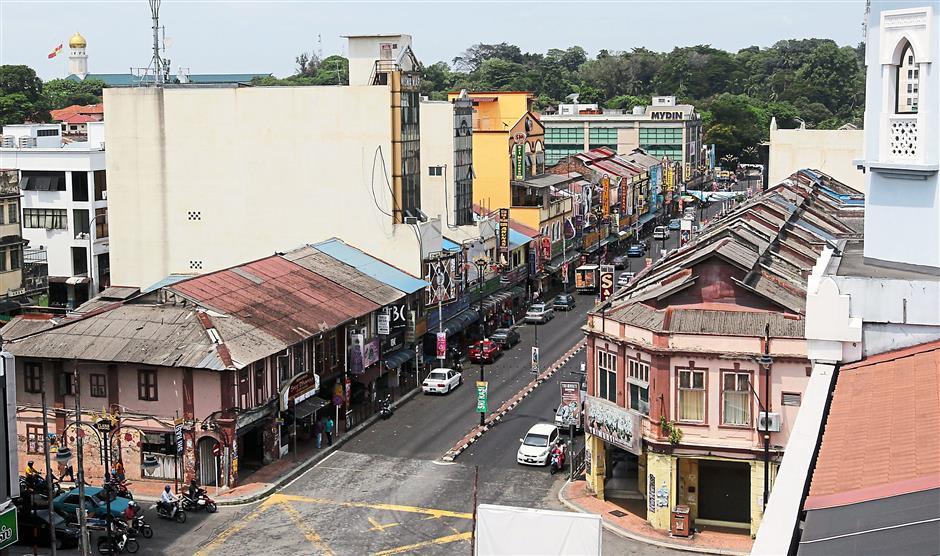 Pre-war shops sandwich Jalan Tengku Kelana on either side.