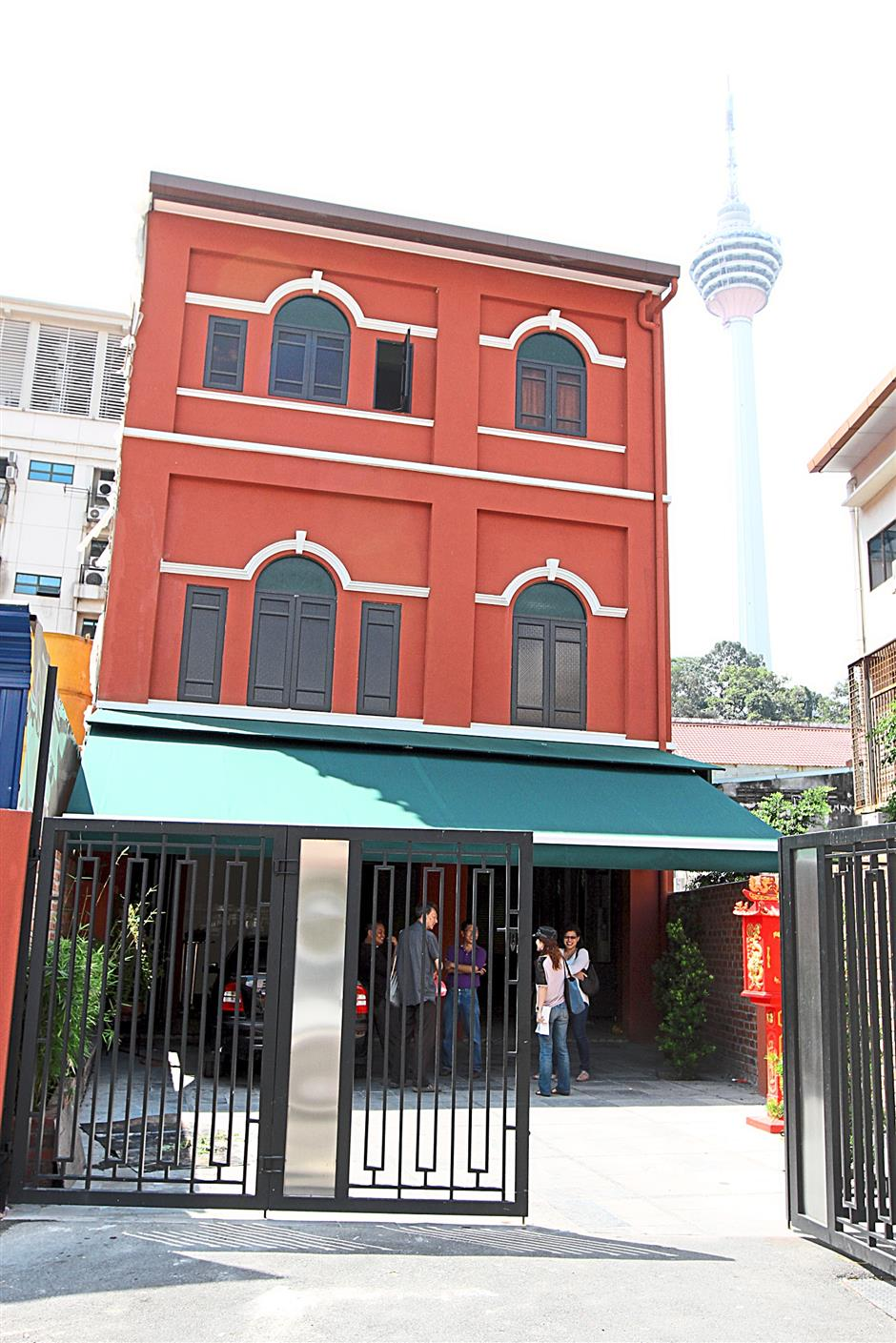 New start: The new Yut Kee Restaurant located just at the back of its original 86-year-old shop. The proprietors had to rebuilt this structure but nevertheless makes it a point to bring back originality as much as possible for Yut Kee fans.