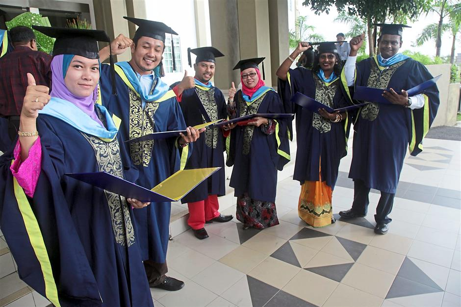 Three Married Couples Among Grads At Upsi The Star