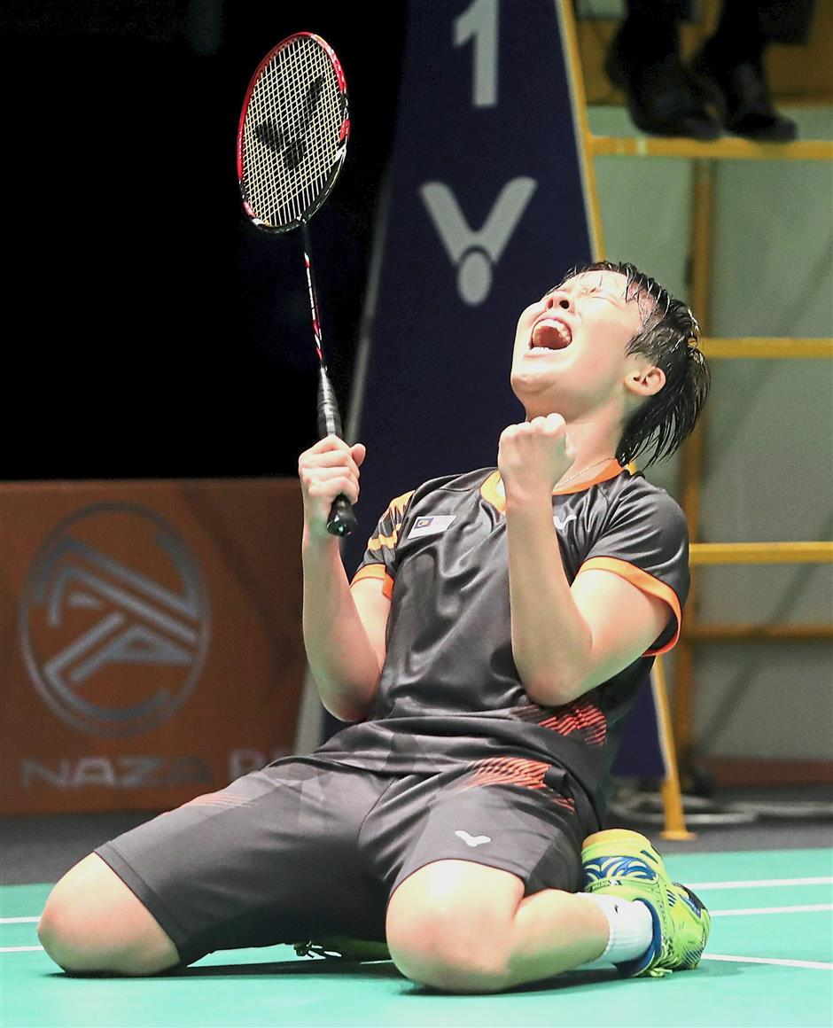 Malaysian women single Goh Jin Wei celebrating after beating Thailands Nitchaon Jindapol in the Women team final at the Axiata Arena in KL Sport city.AZHAR MAHFOF/The Star