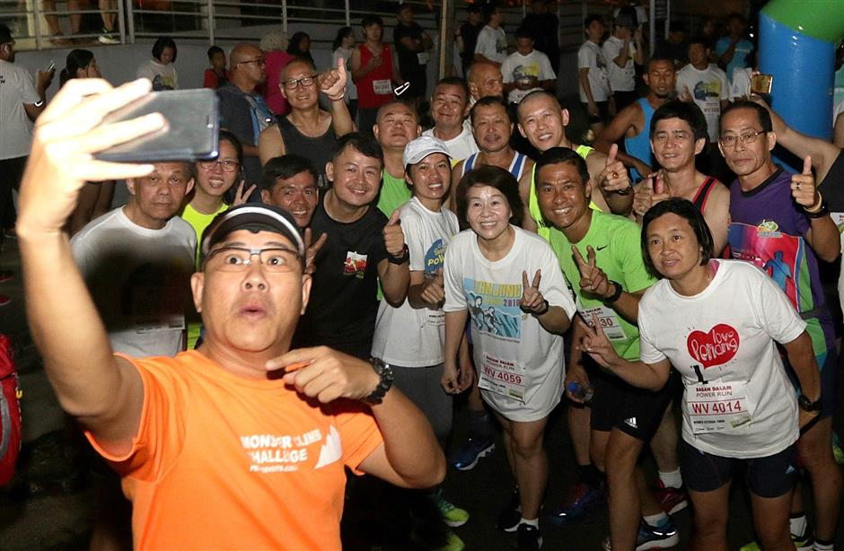 Participants posing for a wefie before the start of the race.