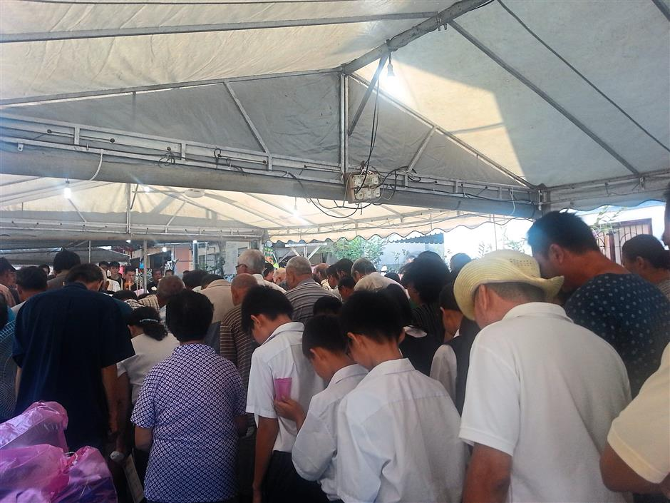 Farewell: The crowd paying their last respects to Chang.