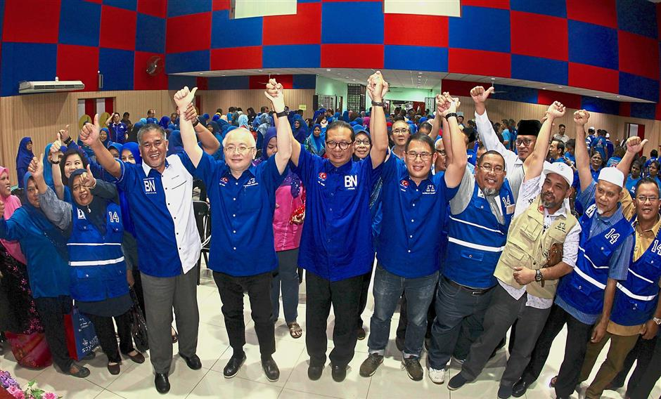 Dr Wee (fourth from left) at the event to announce the Barisan candidates for the Ayer Hitam federal seat and Semarang and Yong Peng state seats. u2014 Kamarul Ariffin/The star