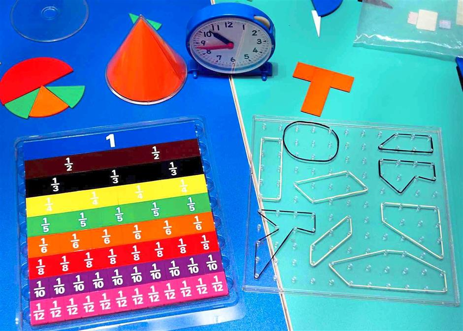 4 Visual and tangible: Tools such as drawings, 3D objects and building blocks are used to explain and solve Maths problems.