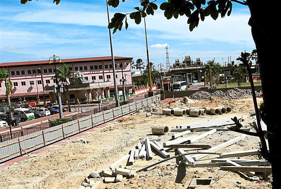 Construction of Batu Caves cable car came to a halt as structures within the temple has allegedly been built without necessary documents.