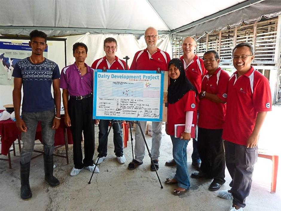 Vital collaboration: Dutch farmers Peter Hoeks (third from right), Minne Holtrop (centre) and Andre Bakker (third from right) with representatives from the Department of Veterinary Services and Dutch Lady Malaysia.