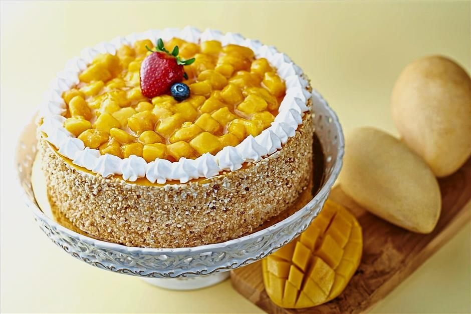 jveatlist280718aMelting Pot Cafe at Concorde Hotel Kuala Lumpur is featuring their latest cake creation - Mango Delight Cake - throughout this month (July 2018). It is available throughout the day at RM20 nett per slice, or RM110 nett per kg.