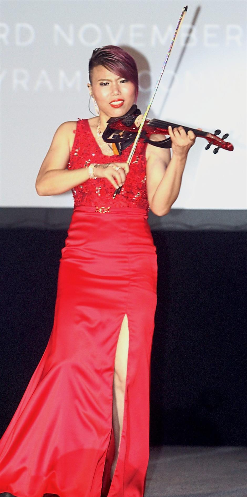 Entertainment for the evening included a solo violin performance.