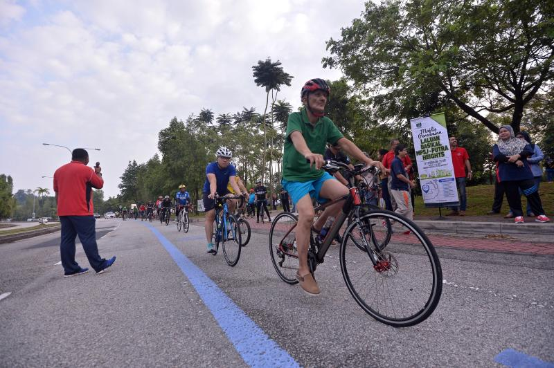 Cyclists trying out the newly launched bike lane in Putra Heights, Subang Jaya. Photo by : Raja Faisal Hishan/TheStar