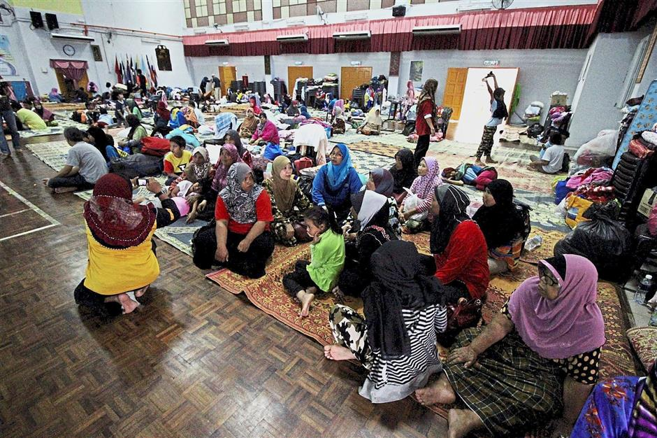 Under the natural disaster aid, affected victims who stay? at ?a temporary shelter ?and lost their source of income ?receive RM300 per household.