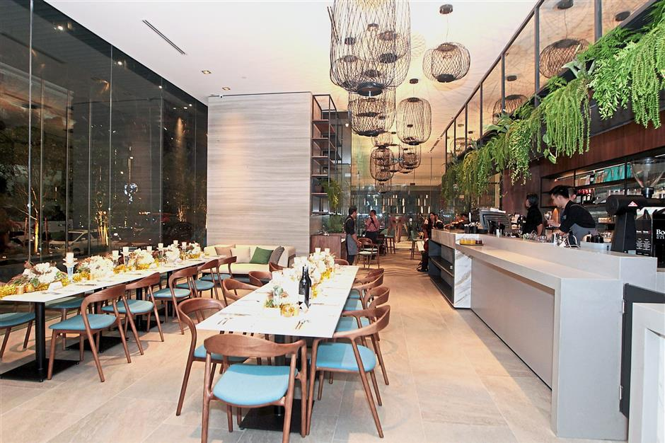 Wizards, an all-day dining caf in Tribeca, is operated by the team behind Yellow Brick Road and Red Bean Bag. The cosy cafe features contemporary Australian cuisine and international flavours.
