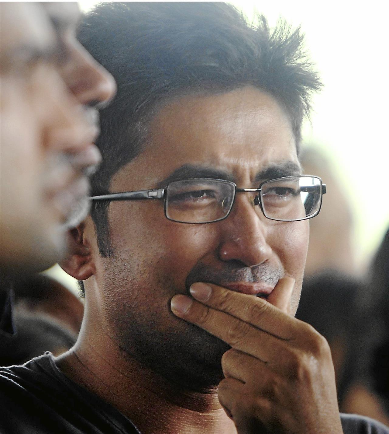 former Malaysian hockey players Logan Raj and S Kuhan could not resist sorrow after his best friend was foreverChua, 33, was killed in an accident on the Damansara-Puchong Highway (LDP) early Thursday. He was driving towards Damansara at about 2.30am when his Proton Perdana V6 collided with a water tanker that was watering the plants along the road.