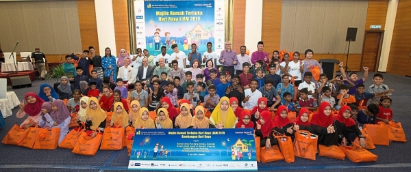 Representatives and children from the four homes with LIAM executives at the Hari Raya open house.
