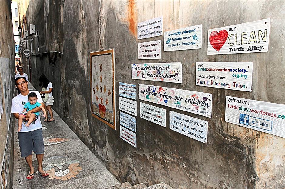 KUALA TERENGGANU JUNE 27 2014:  Kampung Cina turtle alley (to go with metro talk of the town story)starpix by zabidi tusin/the star/kuala terengganu.