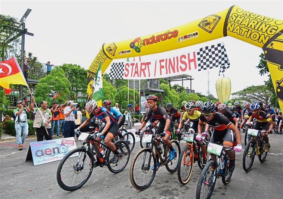 Cyclist Zamirul edges compatriot to win honours in mountain bike