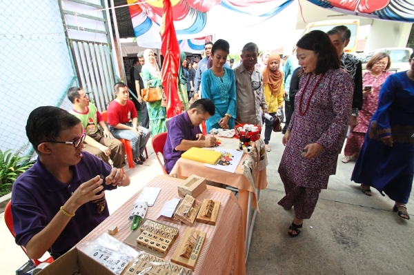 Hands on: Yeoh visiting the workshop booth during her visit to Sekolah Semangat Maju Ipoh.