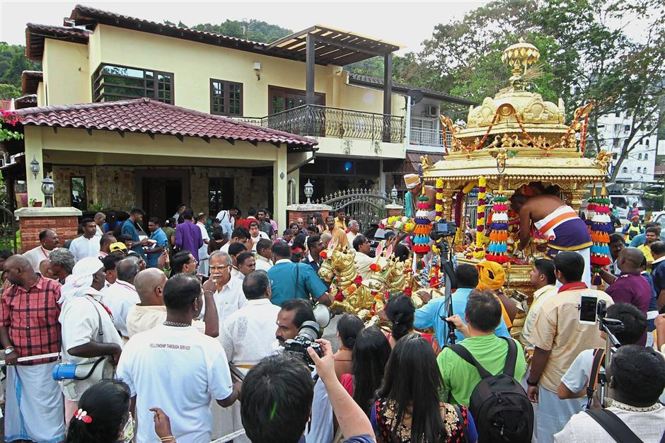 The golden chariot making a stop at Subramaniam's residence in Lorong Air Terjun on its return journey last year.