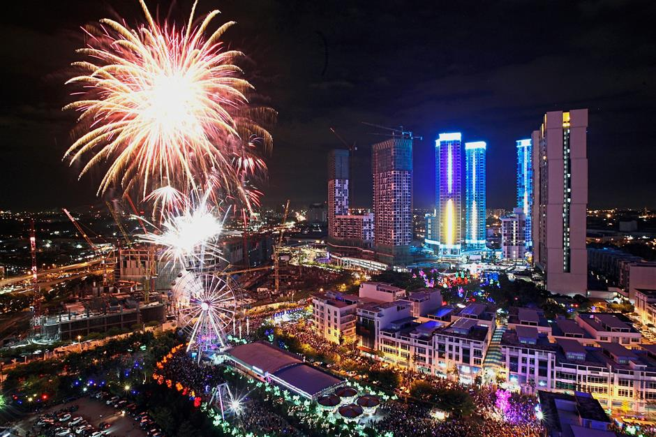 Visitors to i-City in Shah Alam got to enjoy a spectacular fireworks display at the stroke of midnight. u2014 Photos: NORAFIFI EHSAN, IZZRAFIQ ALIAS, AZLINA ABDULLAH, SHAARI CHE MAT and GRACE CHEN