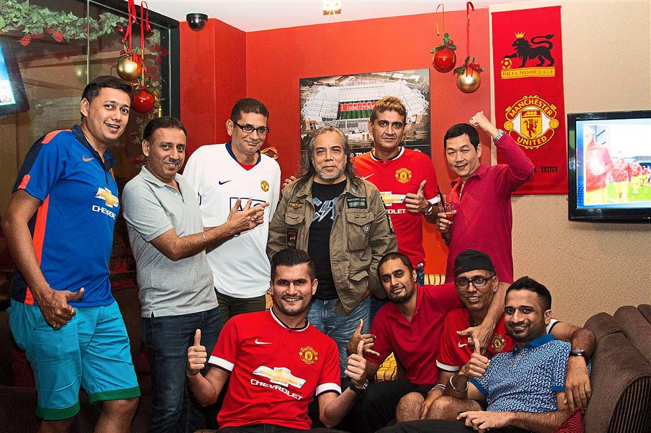 Legend in the house: Man Utd fans with Malaysian singing legend Datuk Ramli Sarip