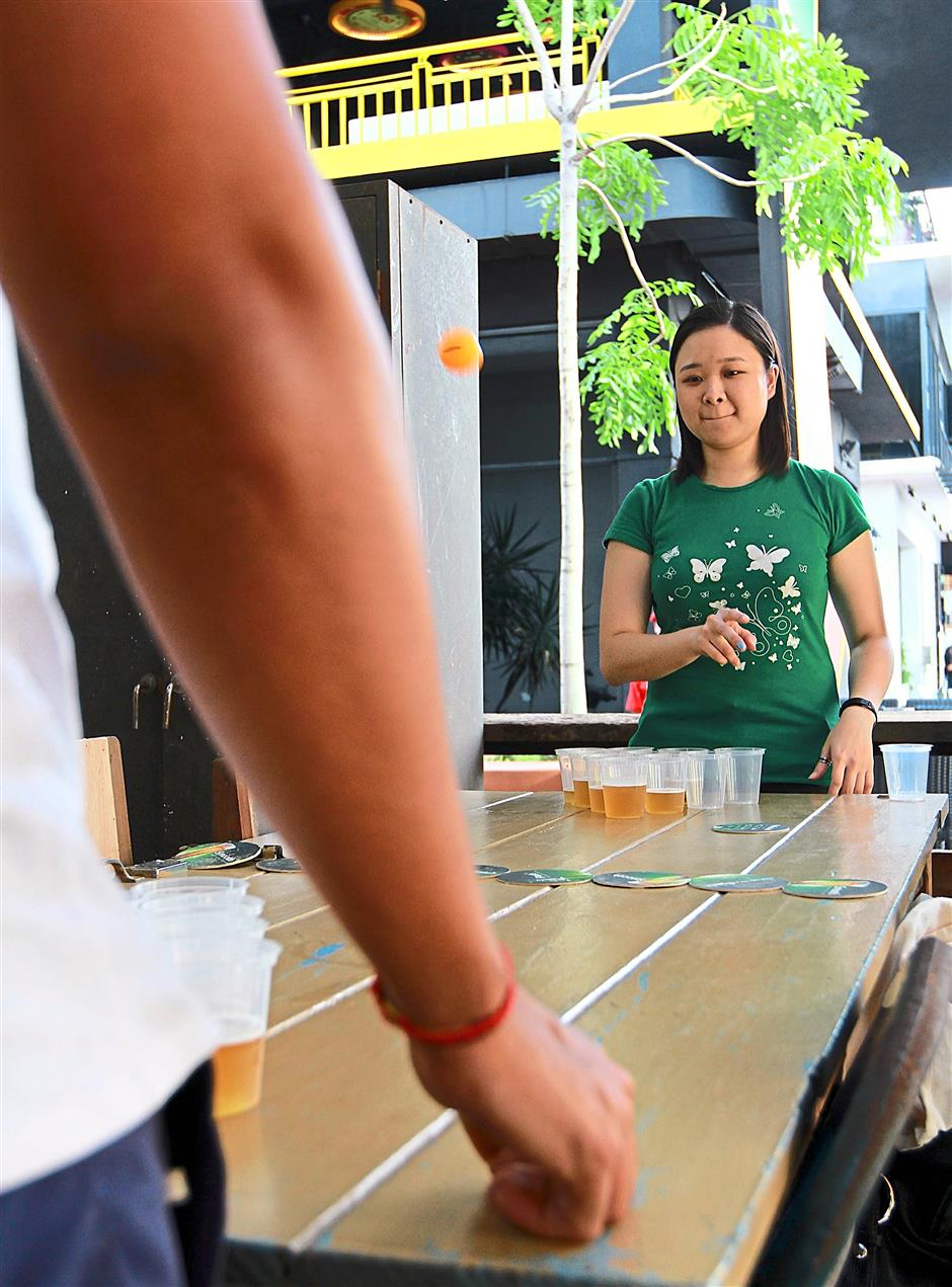 Beer pong is a fun game that can be played with either a small or big group of friends. All players have to do is aim a ping pong ball into their opponents cups filled with drinks. The aim is to get your opponent to finish their drinks before you do. KAT to shoot '10 drinking games' for MOB. 06 Oct 2014 CHAN TAK KONG/The Star