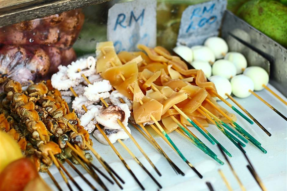 Khor spends hours every morning to make the rojak paste where crushed peanuts are mixed into the sauce to give it the extra kick.
