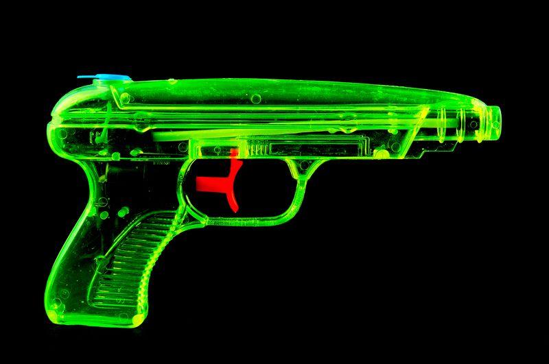 Google Changes Gun Emoji To Water Pistol Bombs And Knives Remain The Star Tabanca emojisi eskiden el tabancası olarak kullanılan emojinin yerine gelmiştir. google changes gun emoji to water