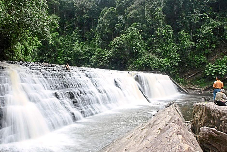 The 30m-wide Imbak Waterfall, located at the entrance to Imbak Canyon, can be accessed by four-wheel drive vehicles.